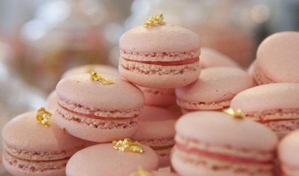 Blush-Pink-and-Gold-Macaroons